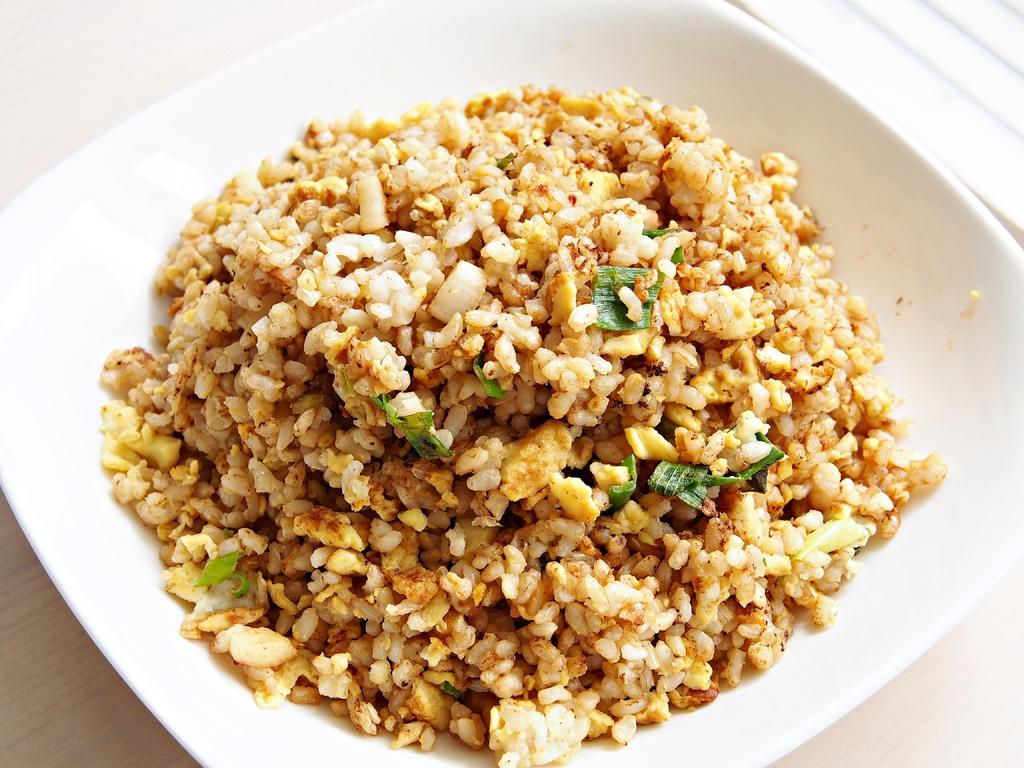 day069-午餐-糙米蔥花蛋炒飯.JPG
