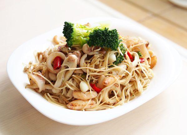 day055-午餐-蒜香海鮮義大利麵.JPG